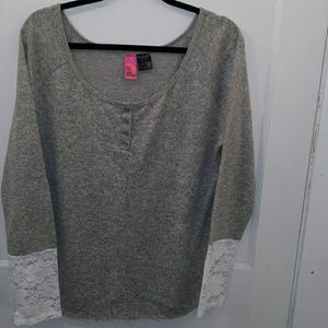 Woman's sweater size extra extra large